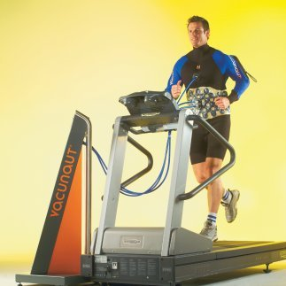 Loose stomach fat with vacuum, running on treadmill